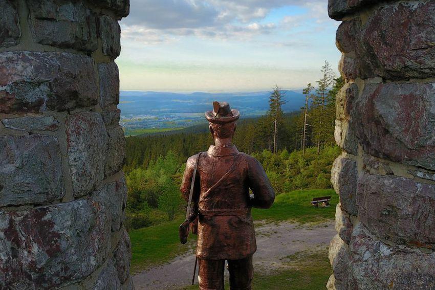 Lange-Berg-Denkmal auf dem Langen Berg mit atemberaubender Rundumsicht