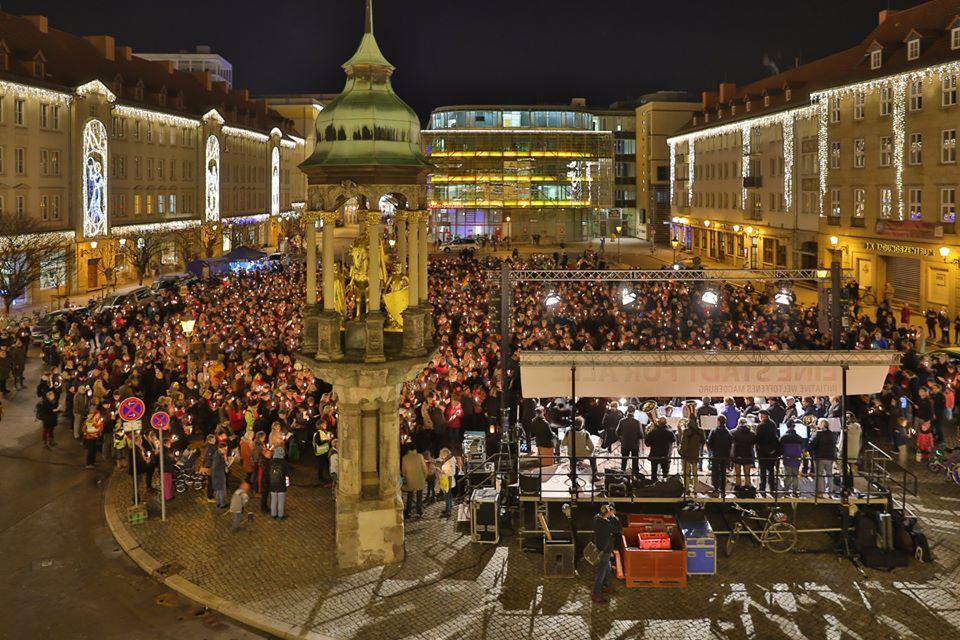 Magdeburg singt Friedenslieder auf dem Alten Markt,  Foto V. Kühne