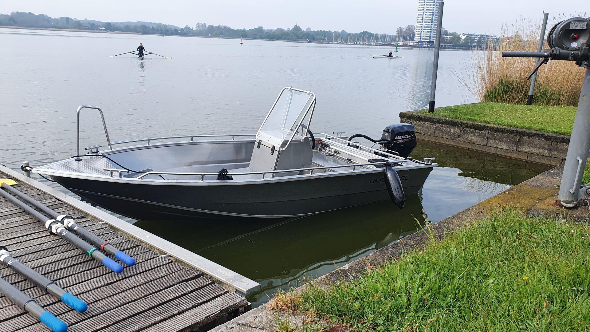Motorboot 2