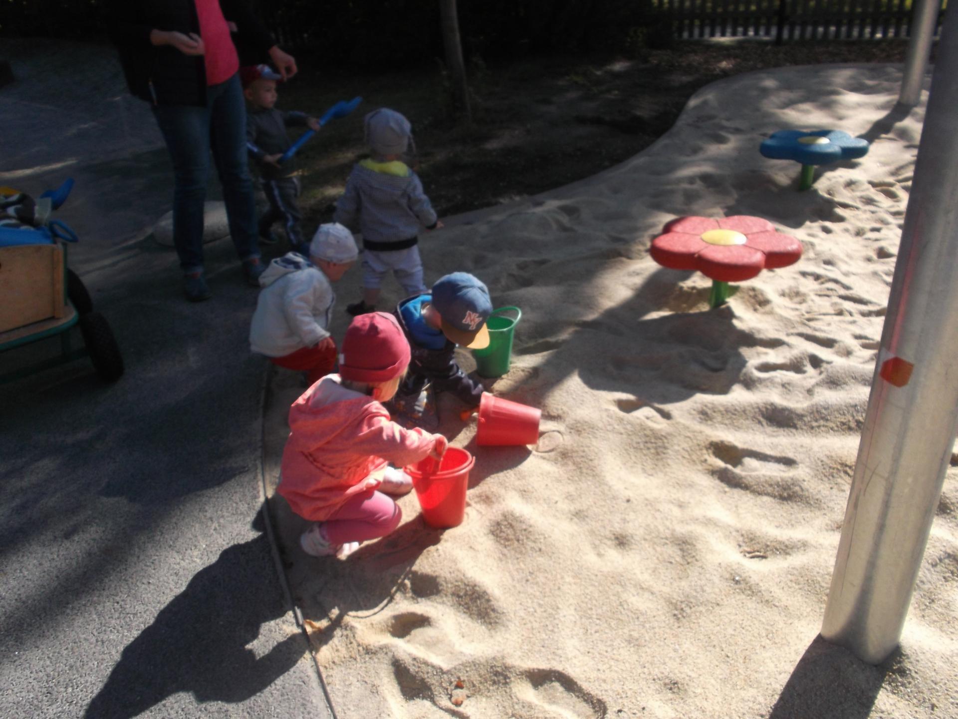 Die Kinder der Kita Glassternchen erobern den neuen Spielplatz_2