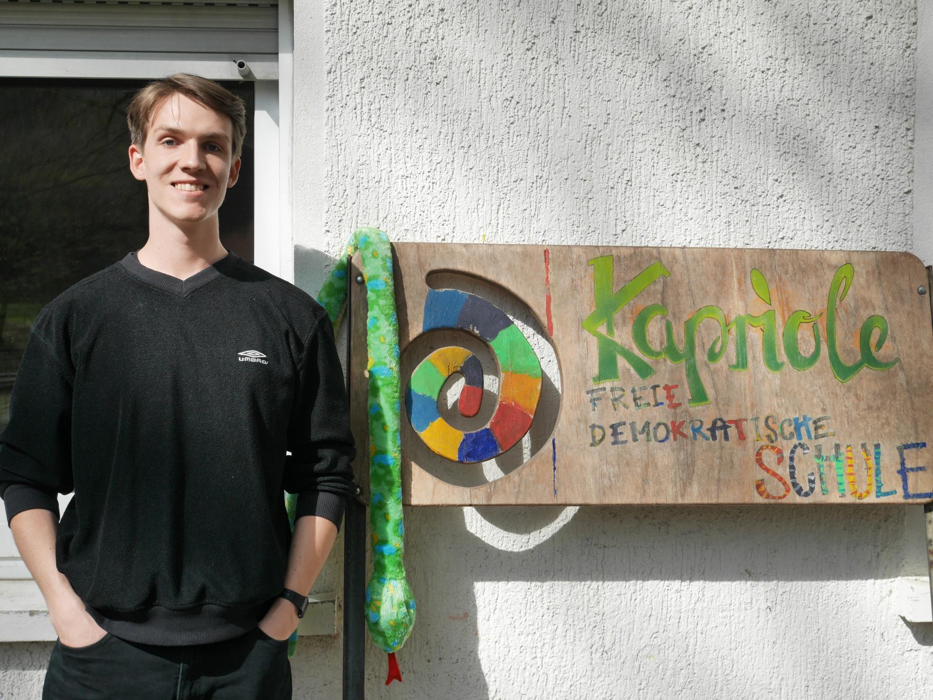 Marcel macht ein FSJ in einer freien demokratischen Schule und hat dabei so einiges über sich und über Kinder gelernt. Foto: Badisches Rotes Kreuz.