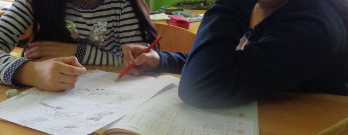 Hortkinder bei den Hausaufgaben