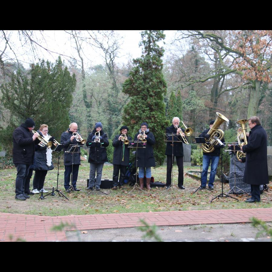 Ewigkeitssonntag auf dem Kremmener Friedhof