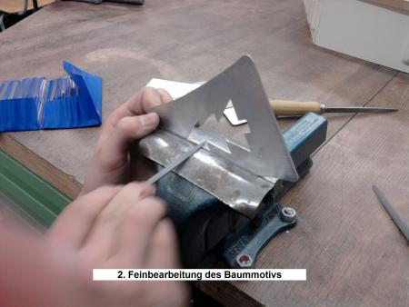 2. Feinbearbeitung des Baummotivs.jpg