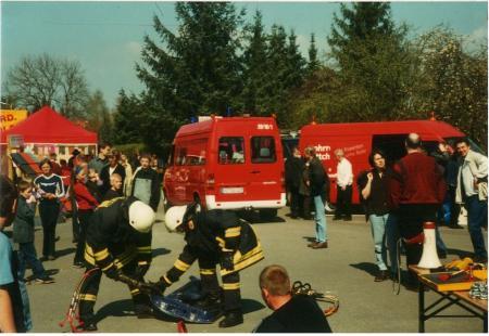 2002-04-21 FF bei der Gewerbeschau Schnakenbek 2