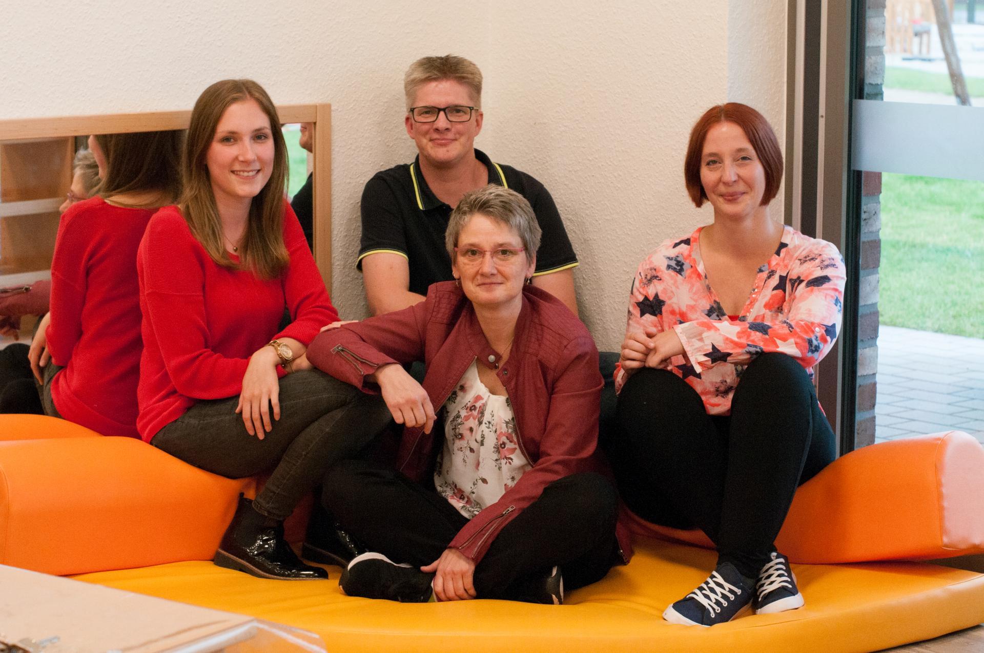 Leuchtturnmgruppe, v.l. Franziska Henke, Johannes Stadtsholte, Sarah Claus, vorne Conny Bullermann
