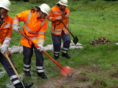 27.08.2010 - Damm droht in Heßlingen zubrachen