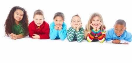 Kinder in einer Reihe