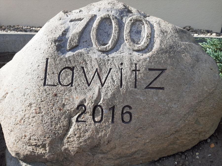 Stein 700 Jahre Lawitz Foto: Besucherinformation Neuzelle