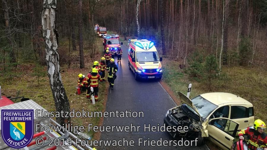 Einsatz 171/2019 | PKW gegen Baum | Dolgenbrodt Bindower Allee | 08.12.2019