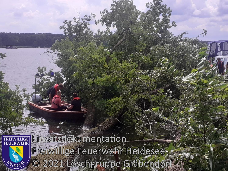 Einsatz 99/2021 | 2 Bäume auf Motorboot | Gräbendorf Weg zum Hölzernen See | 05.08.2021