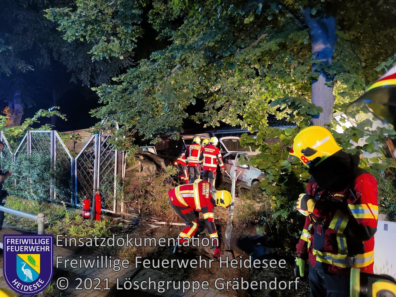 Einsatz 75-2021 | PKW in Schuppen | Gräbendorf Karl-Woitschach-Straße | 11.07.2021
