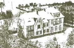 Die ehemalige Schule im Winter