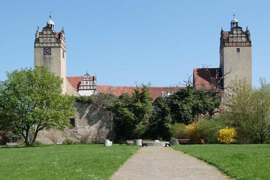 Renaissancegarten mit Blick auf das Schloss