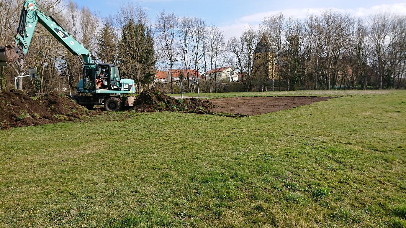 Bau des Bolzplatzes in Unseburg hat begonnen