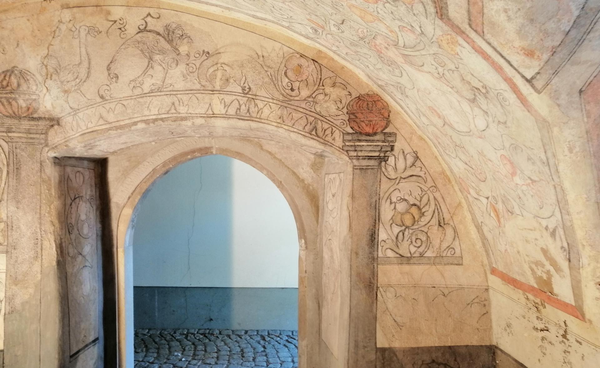 Malerei am Eingangsportal