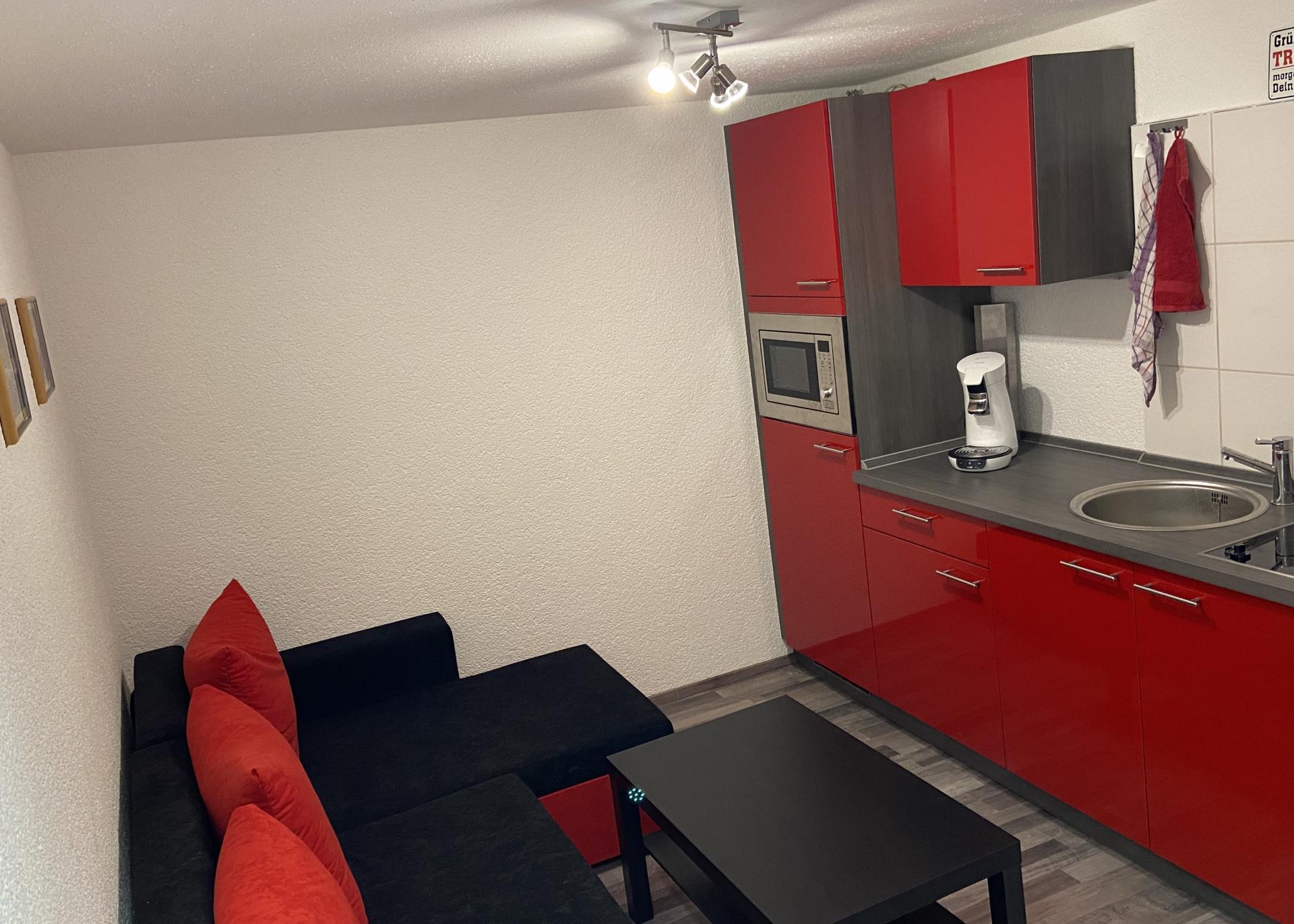 Kleiner Beratungsraum mit Küche