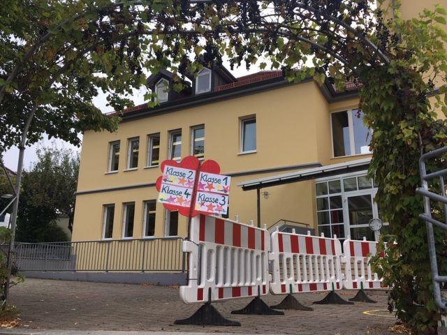 Verlassenes Schulhaus