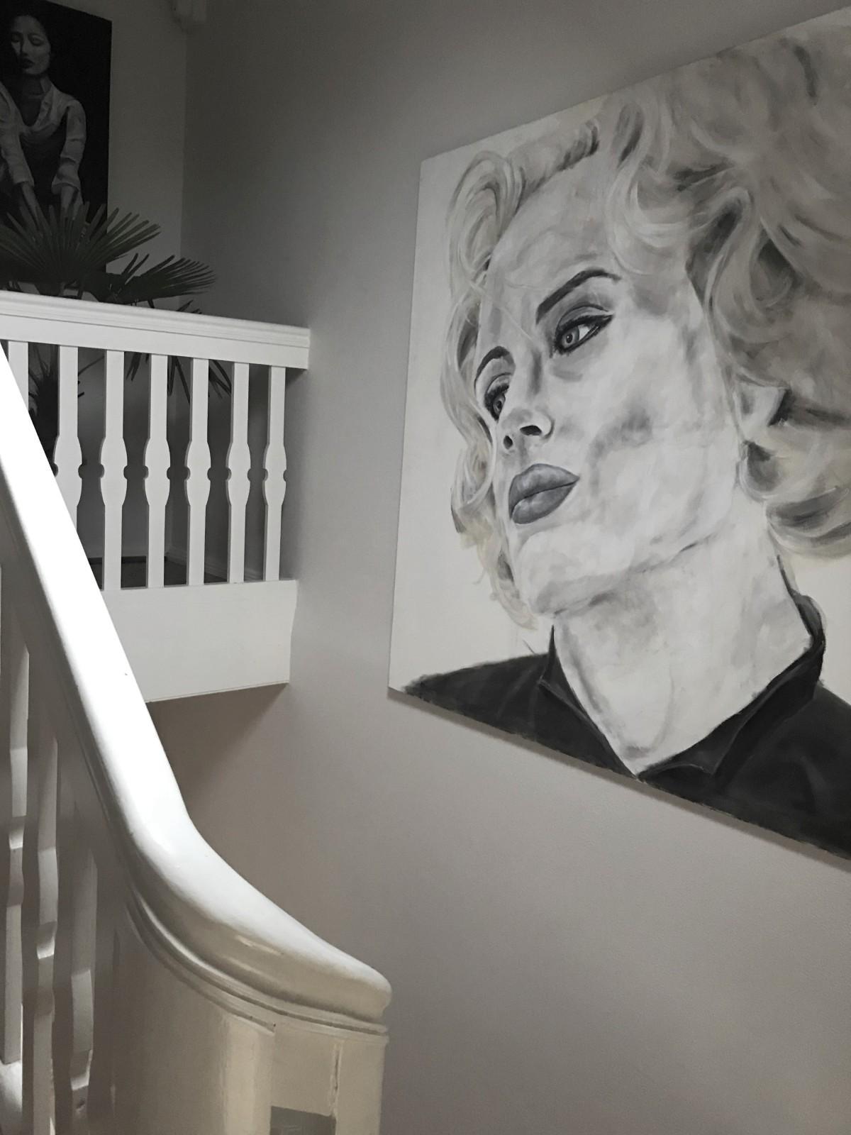 Bilder an die Wand hängen