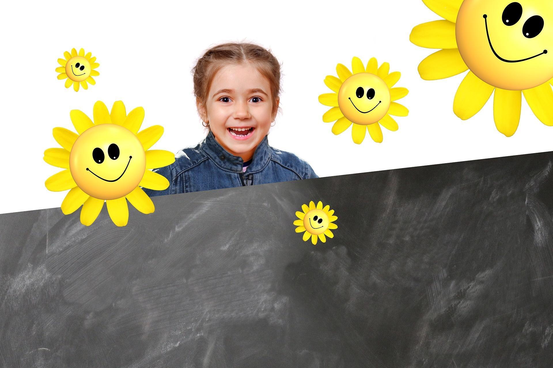 Kind mit Tafel