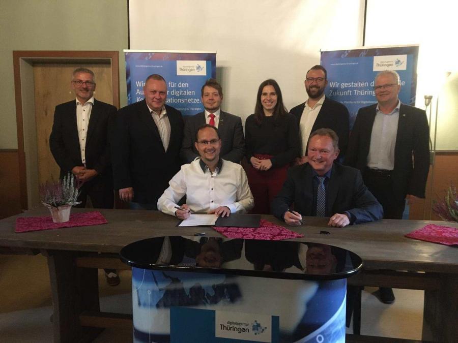 Unterzeichnung des Ausbauvertrages am 22.10.2019 in der Wasserburg Niederroßla