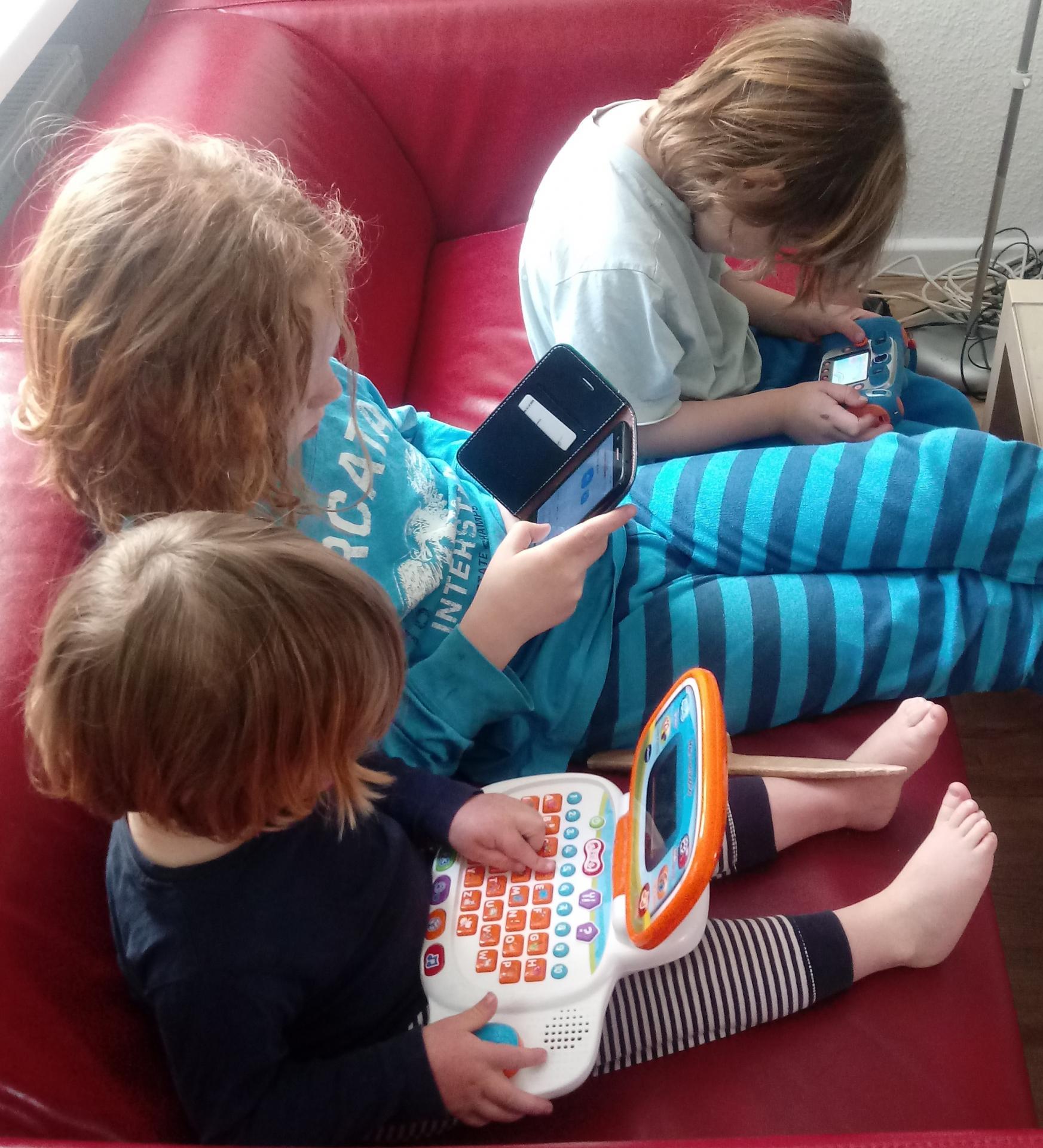 Kinder bei der Nutzung digitaler Medien