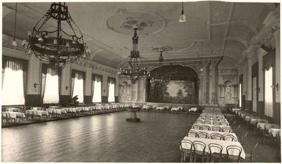 Der grosse Ballsaal