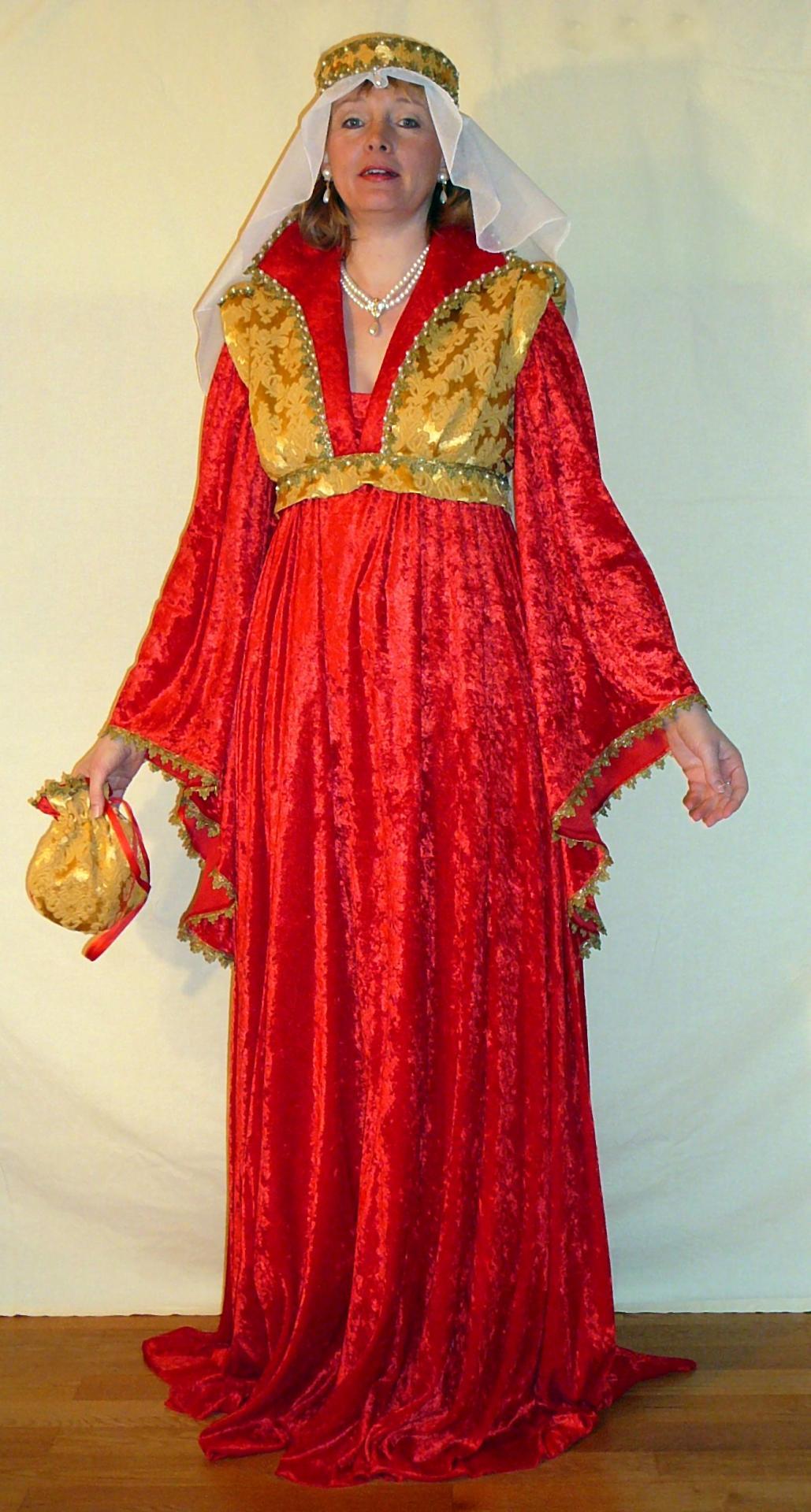 Mittelalter Kleid mit Schapel und Schleier