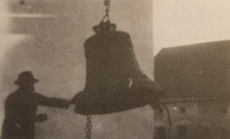 12-Glocke vom Turm-3