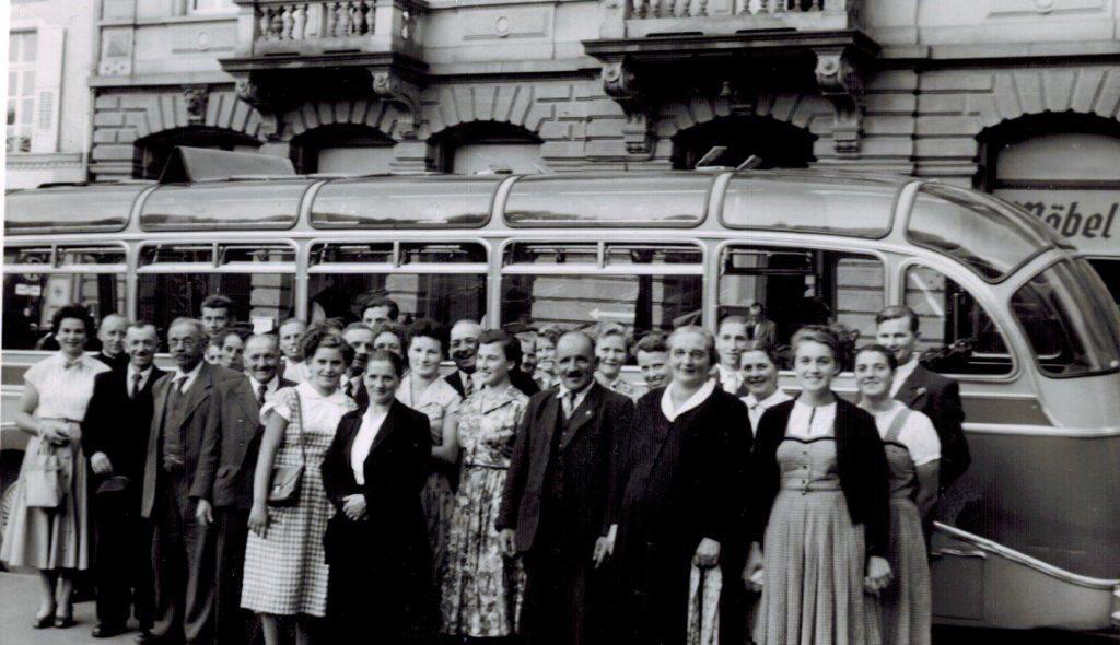 Otto Rebmann mit Büsing und Kirchenchor