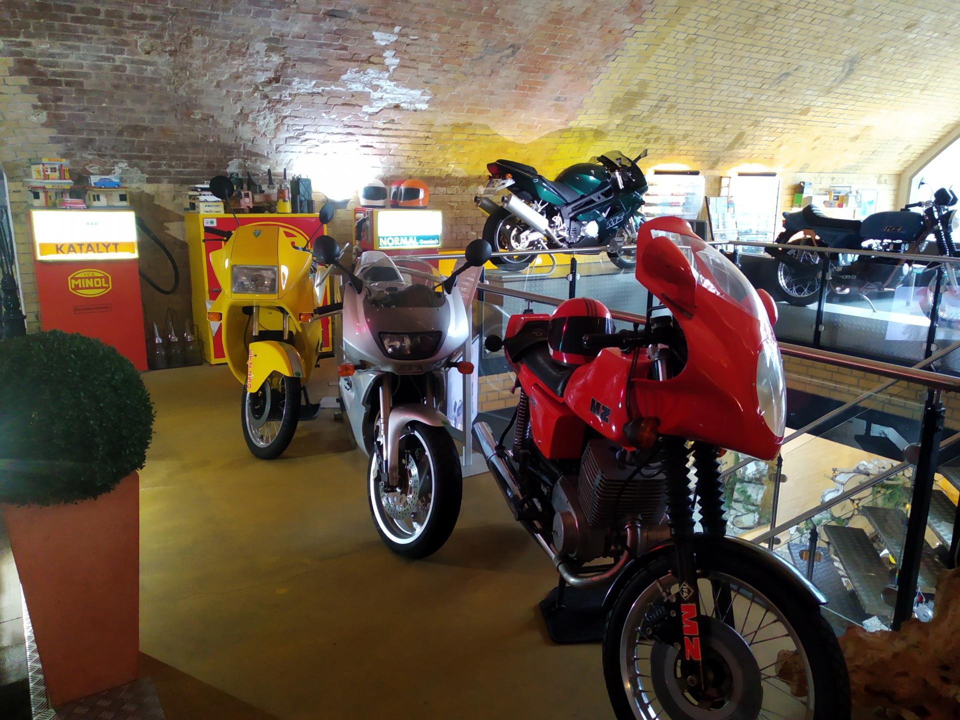 Motorräder in der Austellung