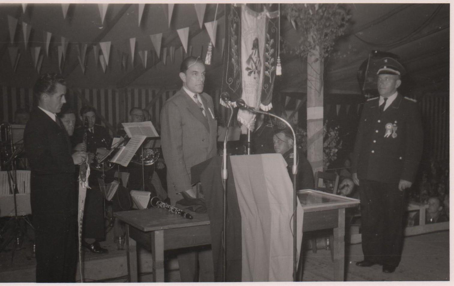 Fahnenübergabe Dr. Walter Rumpf 1956