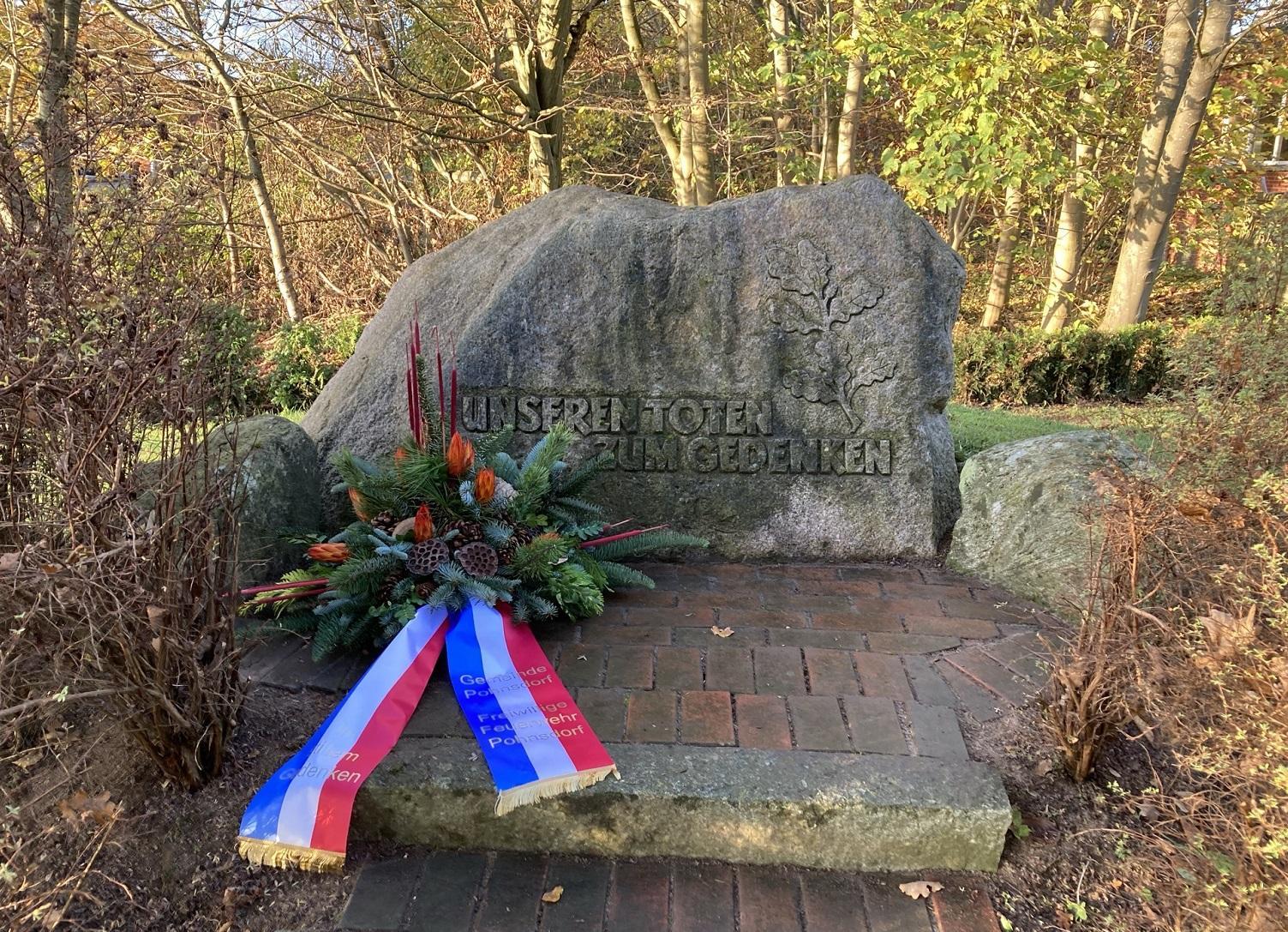 20-11-15 Volkstrauertag Gedenkstein