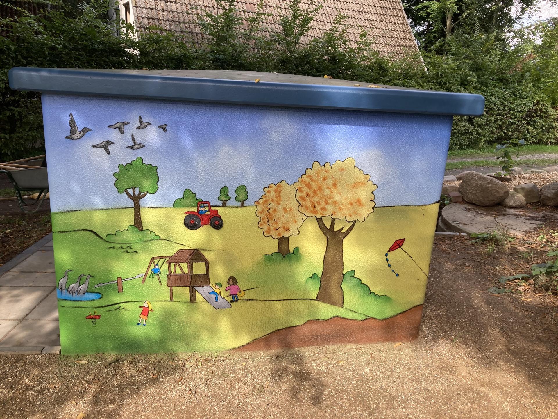 Im Bild: das neu gestalteteTrafo-Häuschen am Spielplatz in Pohnsdorf