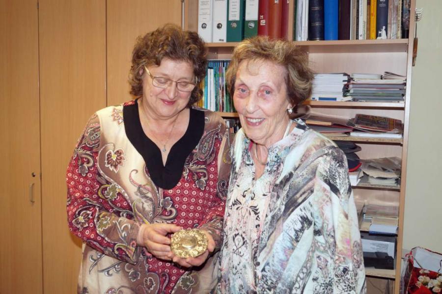 Am 6. Juni 2017 überreichte Ruth Schmidt - auch im Namen ihres verstorbenen Mannes Dieter Schmidt - dem Neukalener Heimatverein die Schützenzunftorden aus den Jahren 1694 bis 1889.
