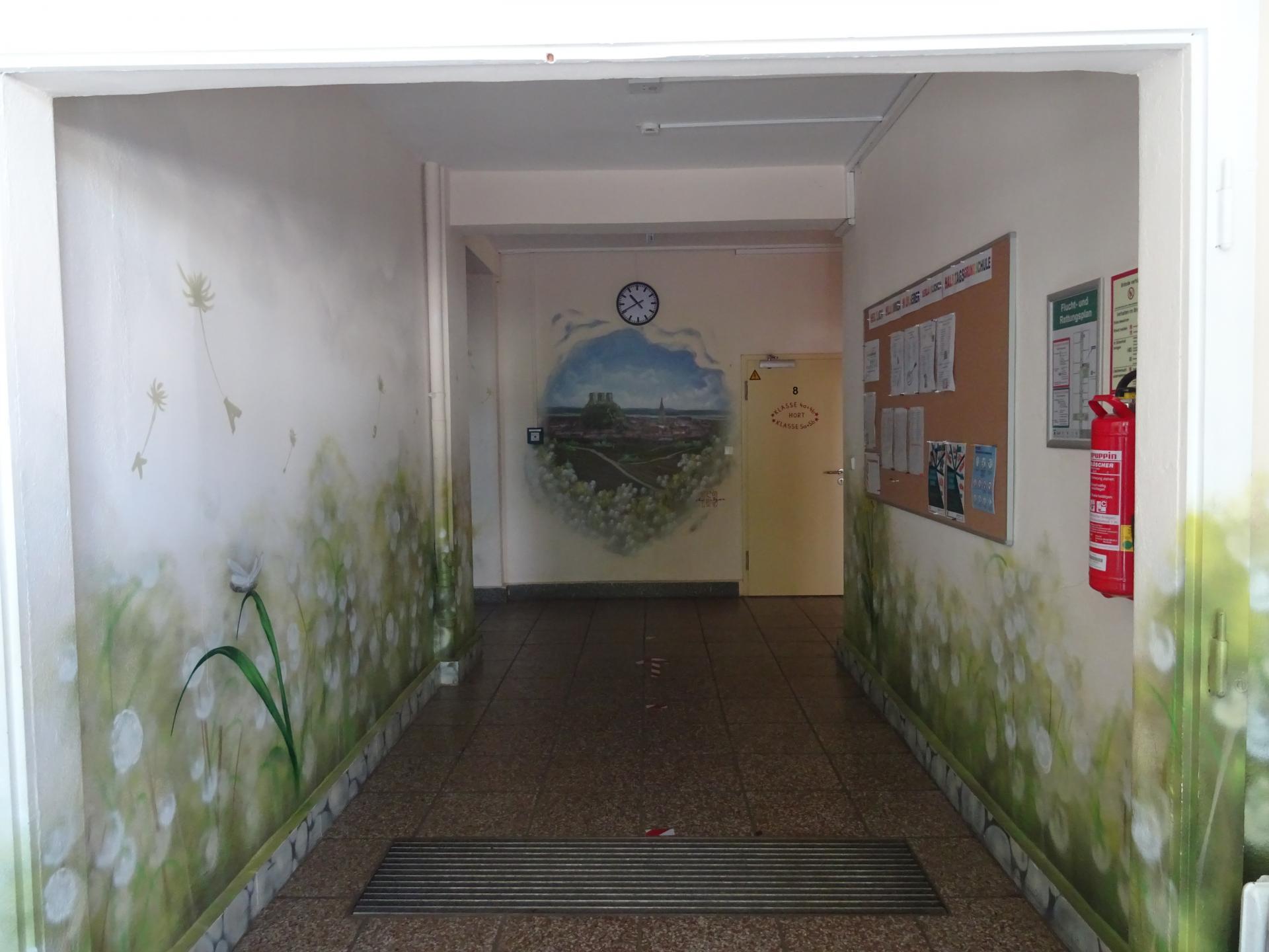 Eingang in Schulgebäude  Foto: Info Punkt Lebus