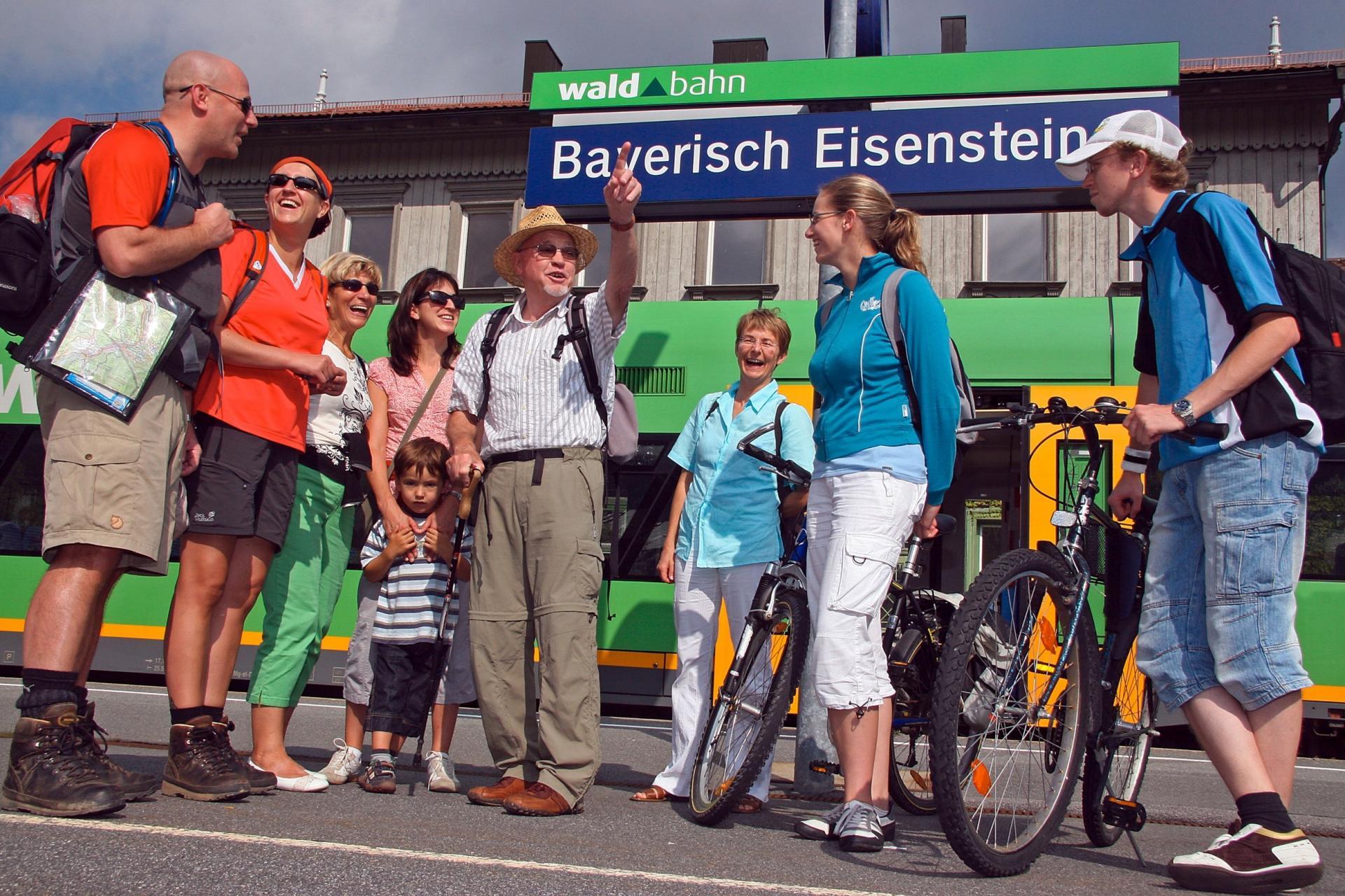 Gruppe am Eisensteiner Grenzbahnhof