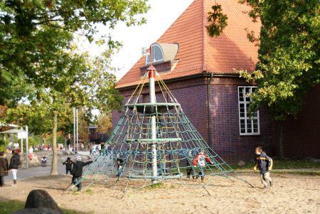Schulhof 3
