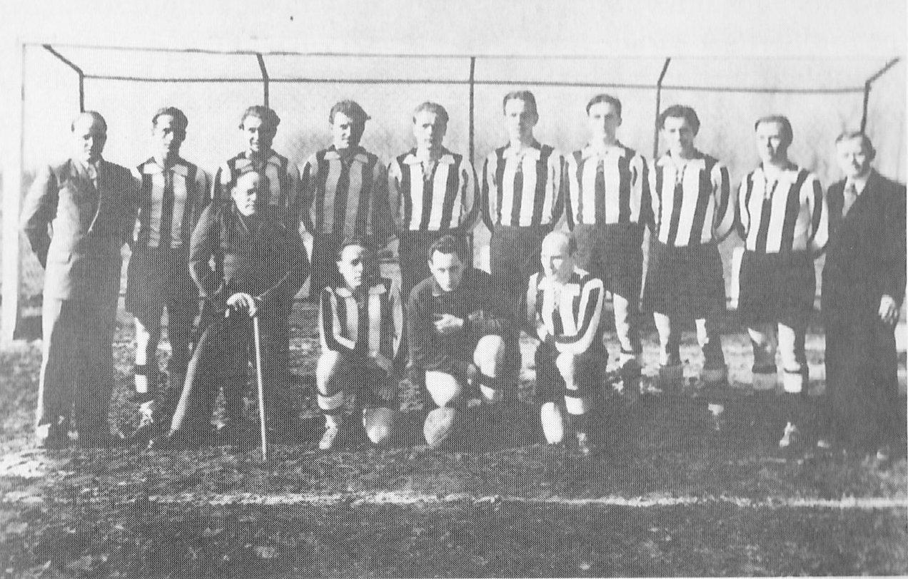 """Die Mannschaft der Germania Lieck  im Jahr 1952 auf dem """"Acker"""""""