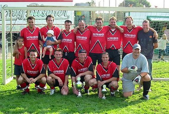 Die Mannschaft des FC als Stadtmeister der Altherren 2005