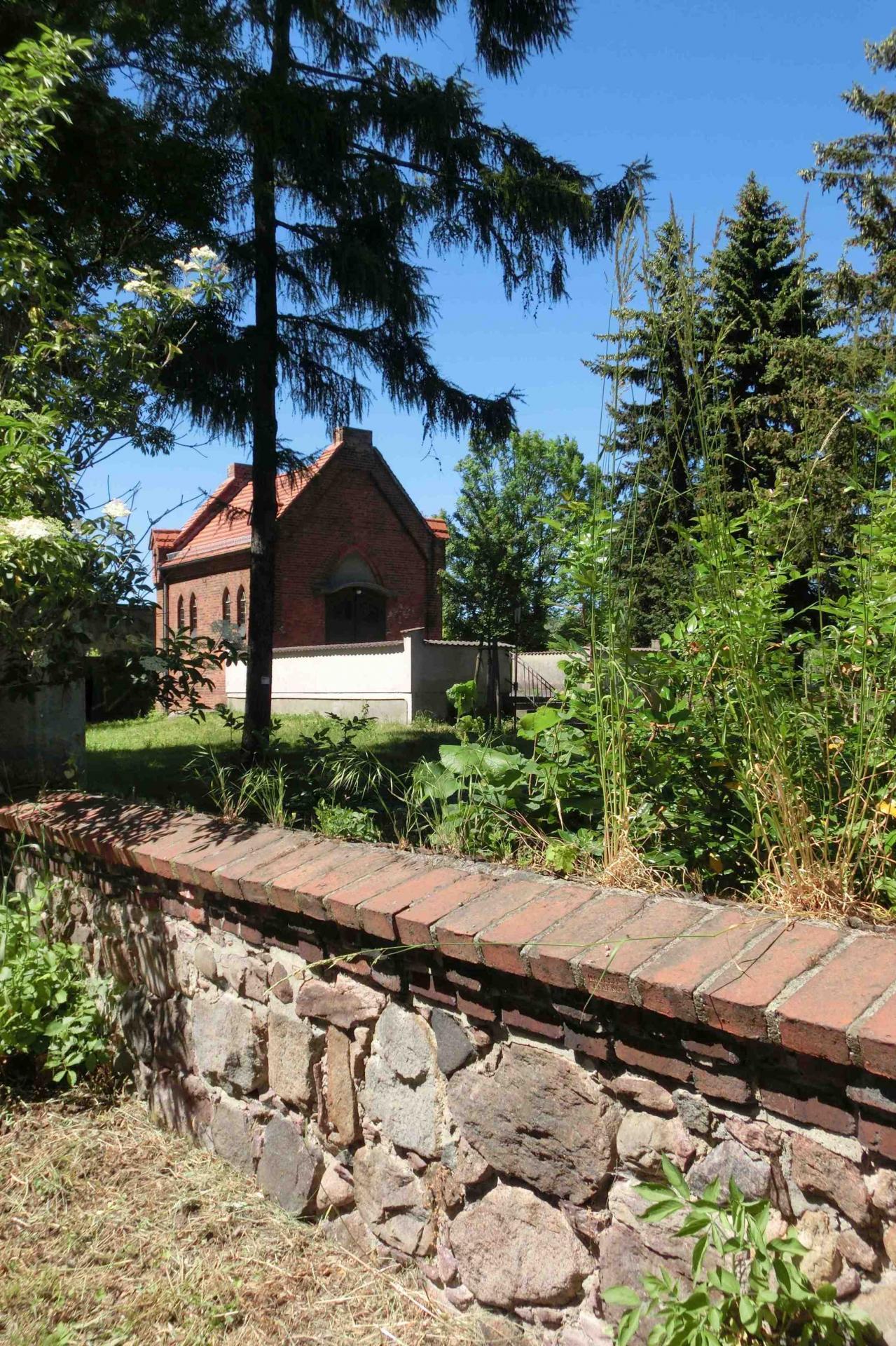 Friedhof in Falkenberg mit dem Grab der Familie Humboldt