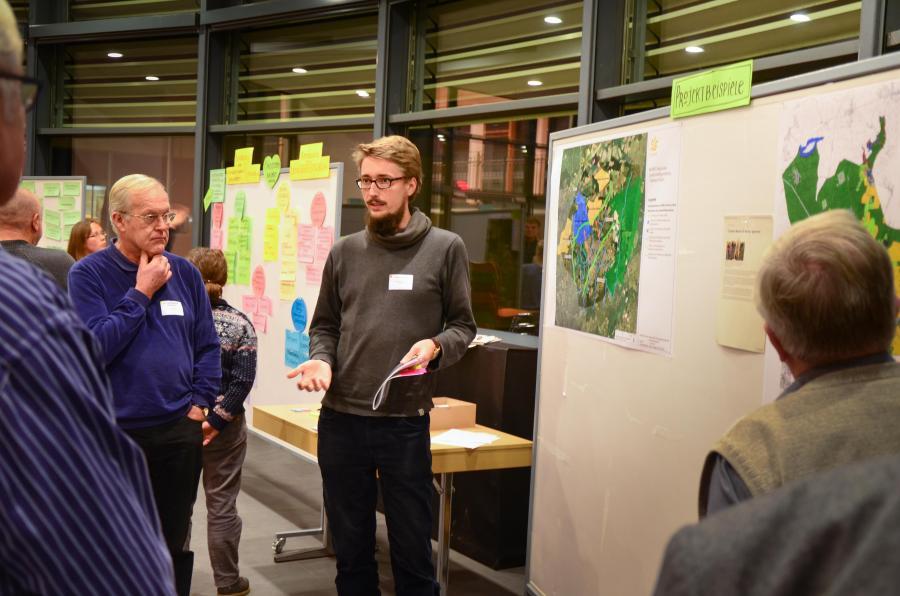David Sumser erläutert Projektideen beim Workshop von Bernau.Pro.Klima
