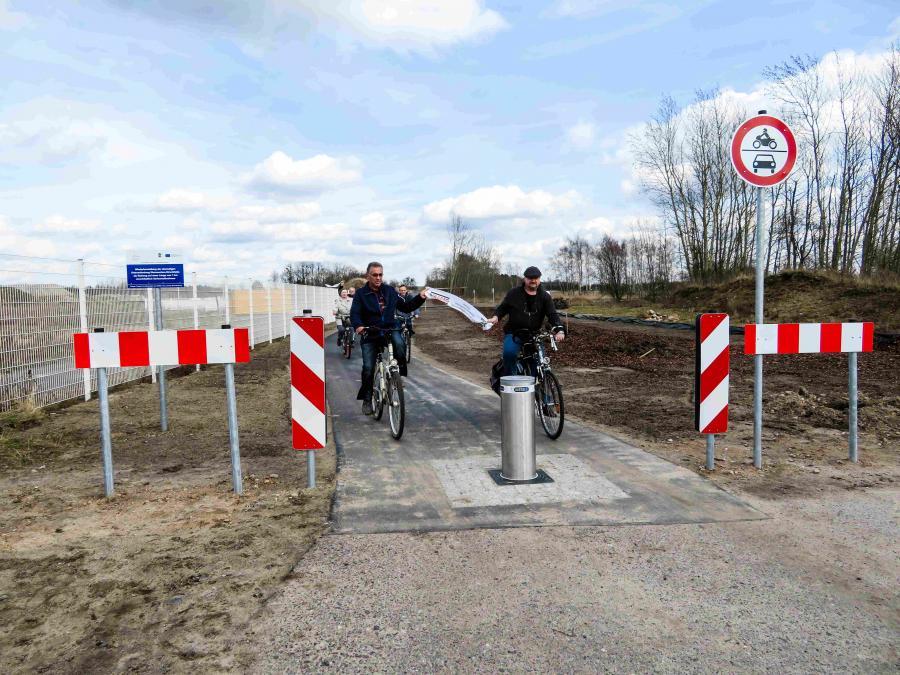 Eröffnung des Radweges zwischen Werneuchen und Hirschfelde mit Lothar Ast (Ortsvorsteher Hirschfelde) und Burkhard Horn (Bürgermeister Werneuchen)