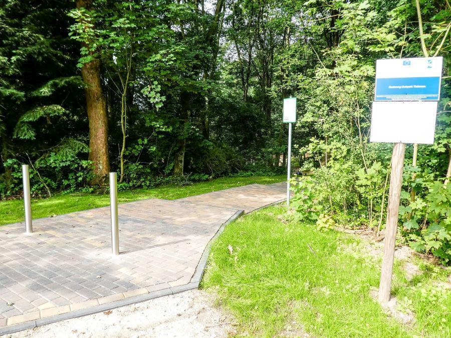 Eingang des Gutsparks Tiefensee
