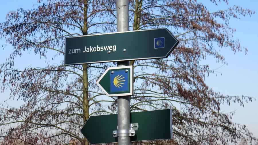 Wegweiser am Jakobsweg
