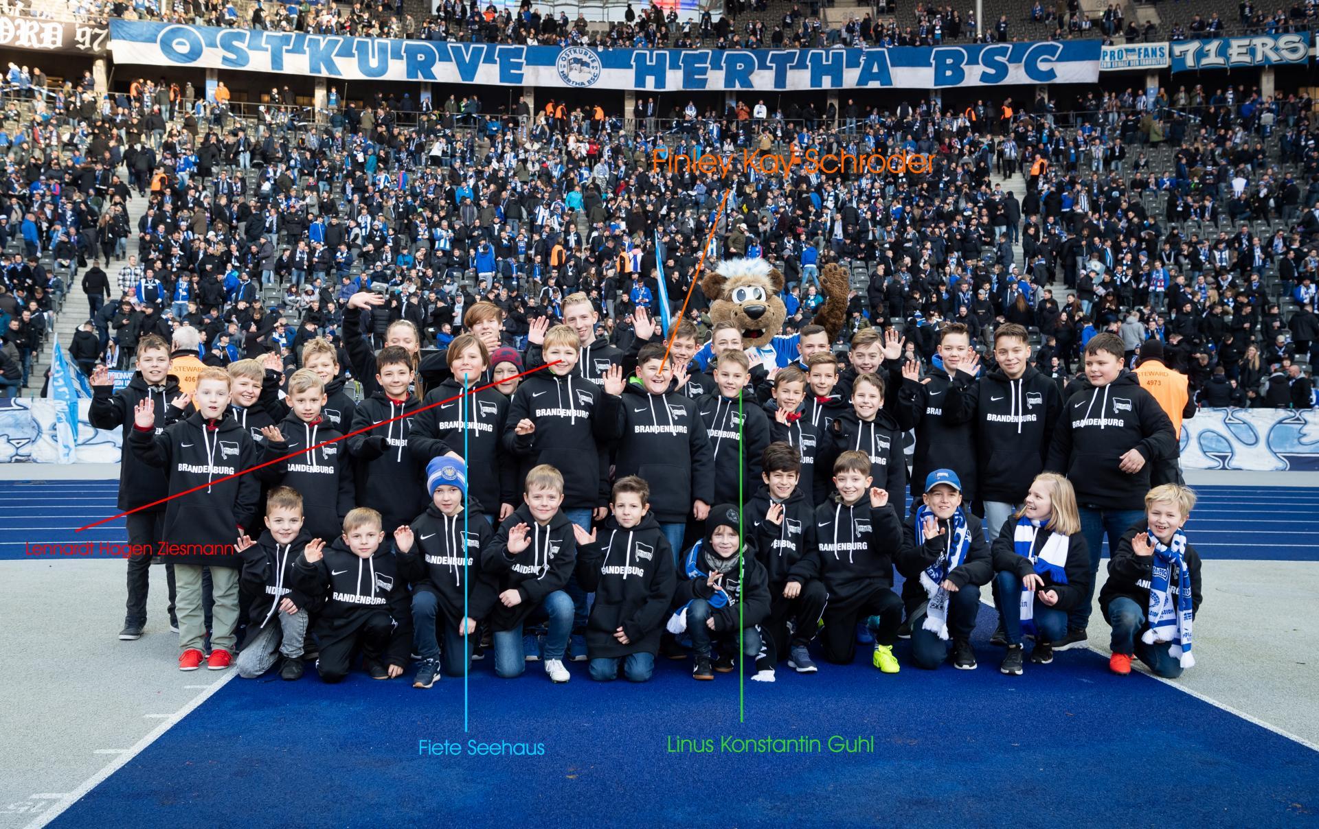 Spalier- und Fahnenkinder der Rolandschule im Einsatz_Citypress_08.02.2020