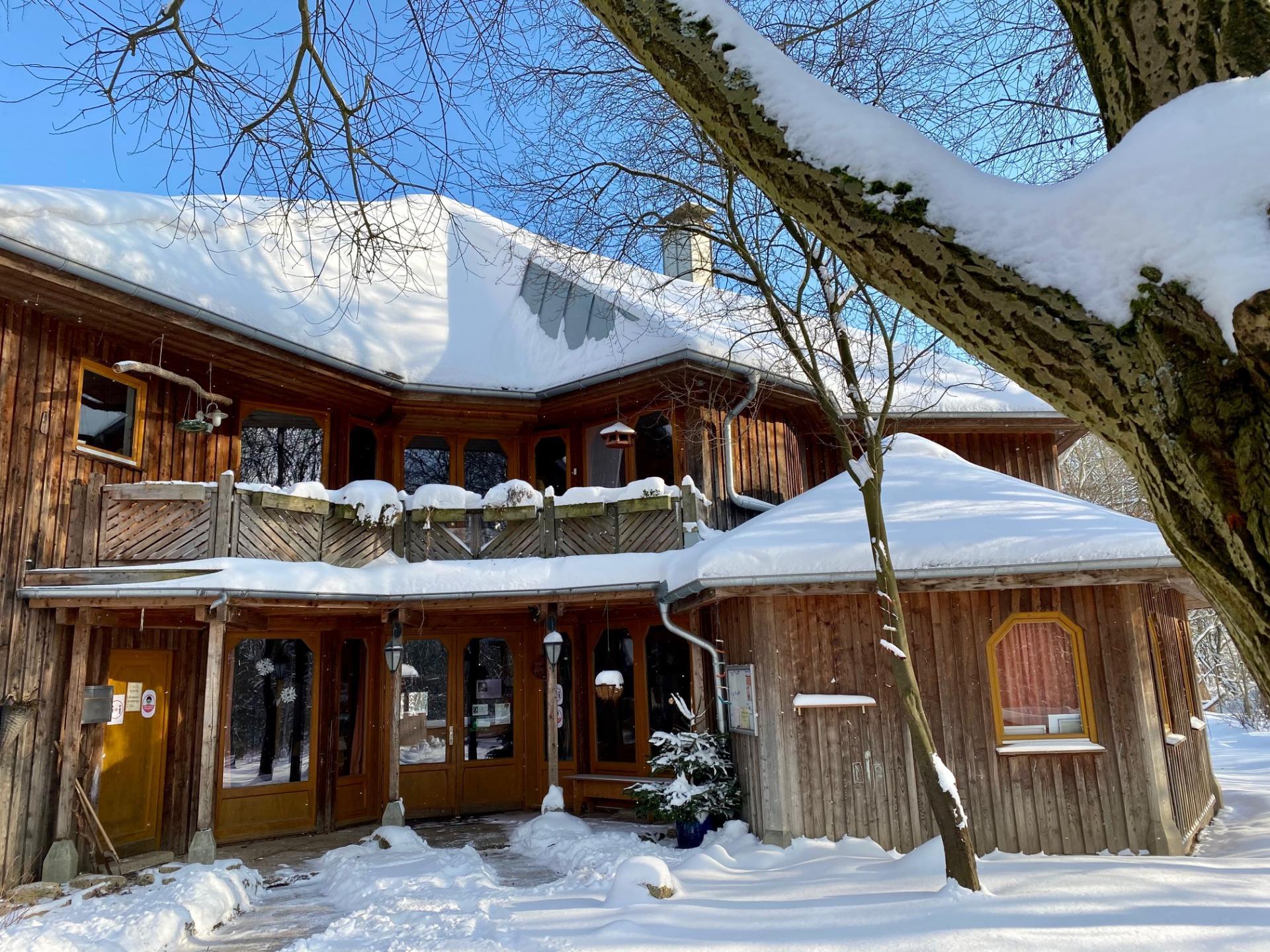 Eingang im Schnee