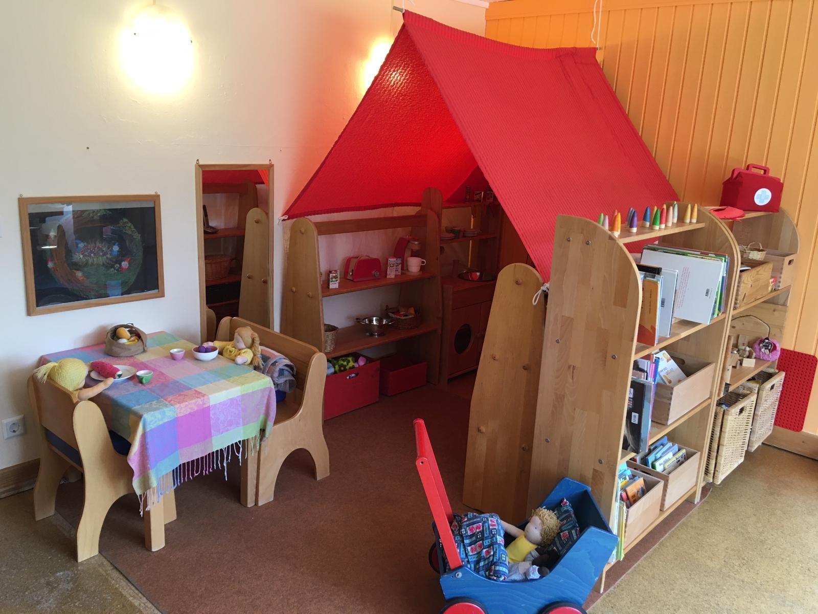 Spielzimmer mit Puppenecke