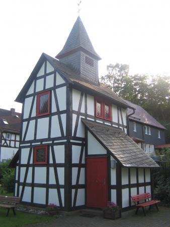 Kirche Lindenhof von unten