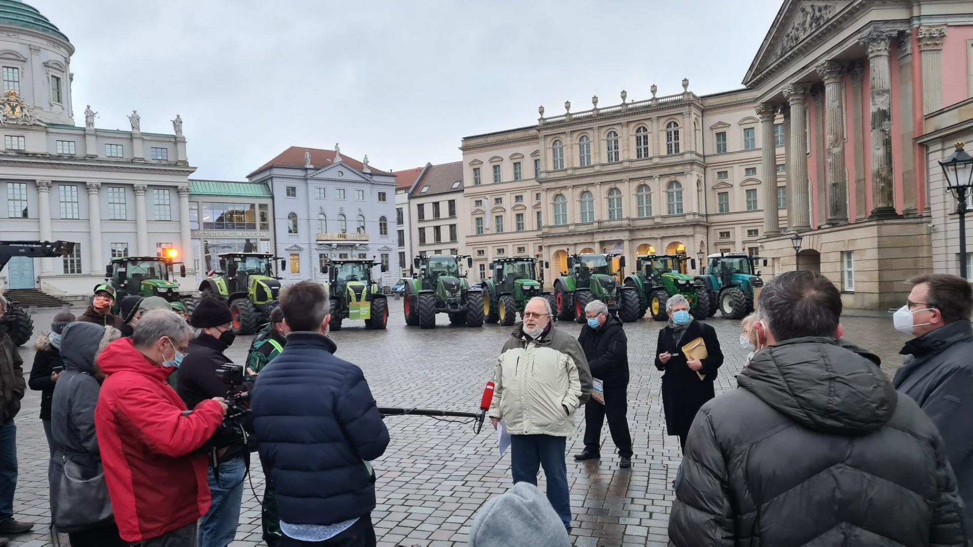Bauern-Kundgebung vor dem Potsdamer Landtag